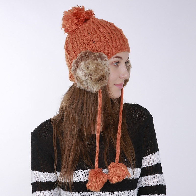 Autumn-and-winter-knitted-warm-hats-Hand (4).jpg